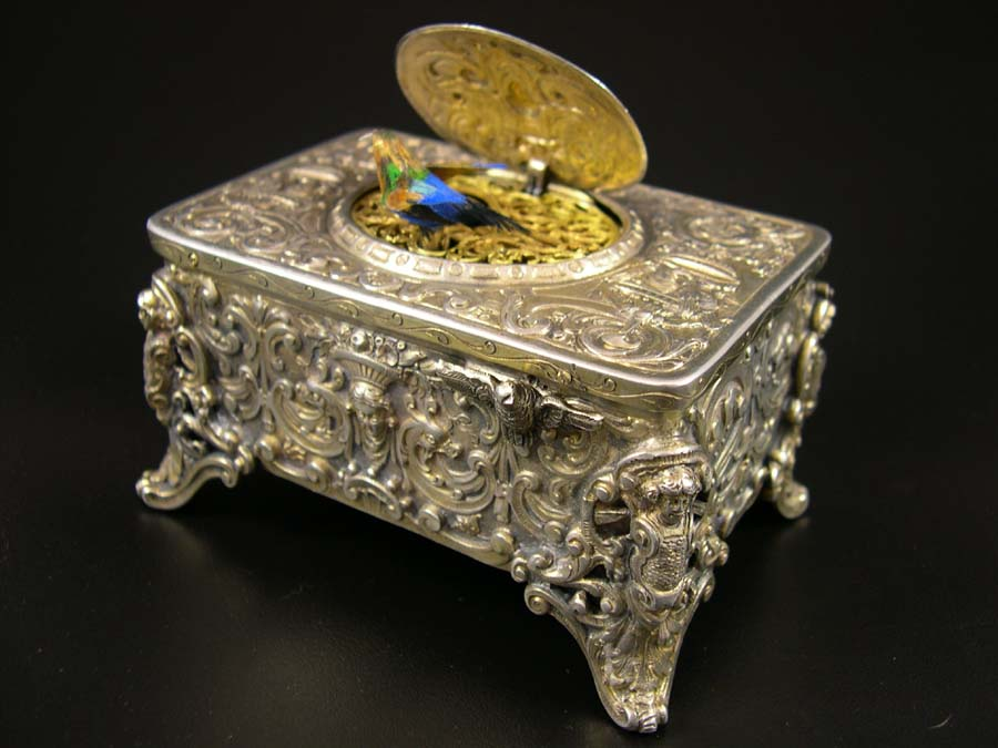 Exquisite and Rare Singing Birds Mechanical Birds Music Boxes